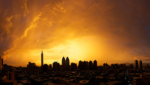 A beautiful sunset over Taipei.