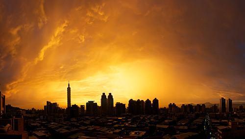 A beautiful sunset over Taipei.