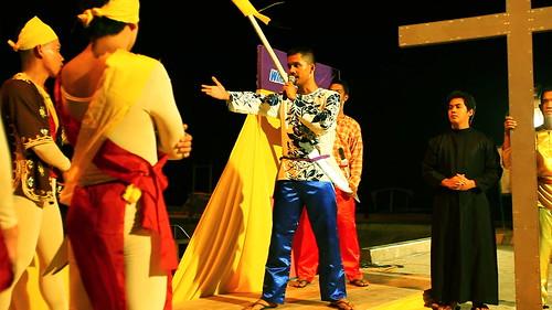 Mabuhay ang Kristiyanismo-Natoy's uncle, Mating )Mark Fabillar) leads the school's moro-moro