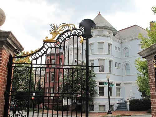 D Oaks gates