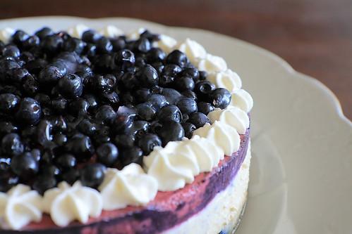 mėlynių - ramunėlių tortas