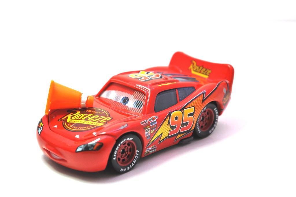 disney CARS Lenticular Lightning MCqueen with cone (3)