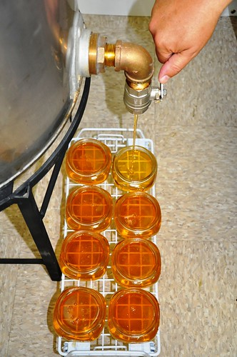 Bottling mesquite honey 2010