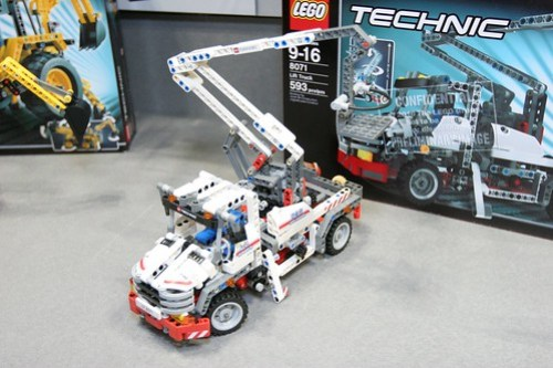 LEGO Toy Fair 2011 - Technic - 8071 Lift Truck - 2