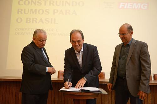 Assinatura do CEE