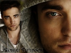 Wallpaper:  Robert Pattinson:  In His Eyes [1024 x 768]