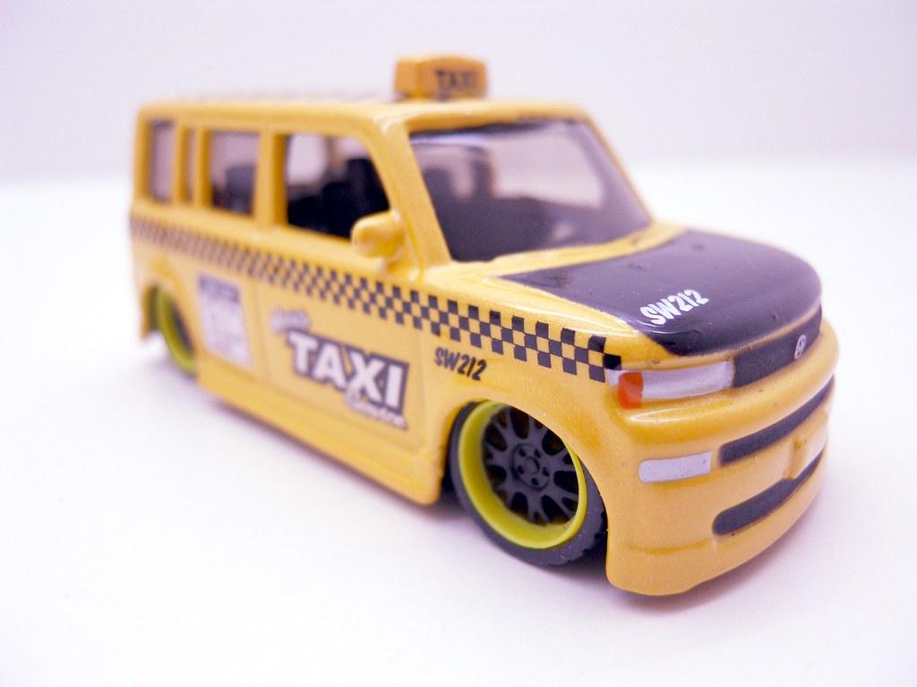 Maisto Hauler Scion xB taxi (4)