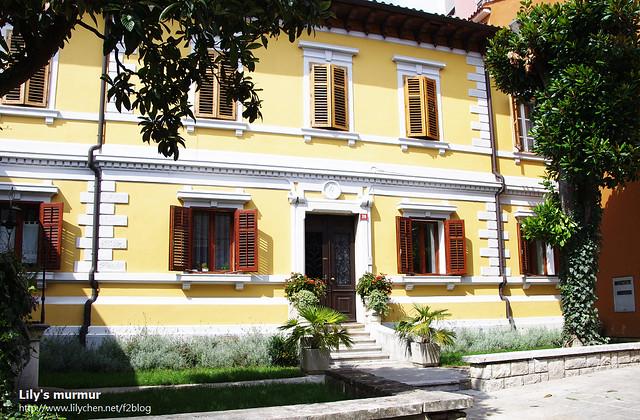 Koper港邊的美麗住家,看起來似乎整修過沒多久,很漂亮呢!