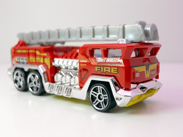 hot wheels 5 alarm (2)