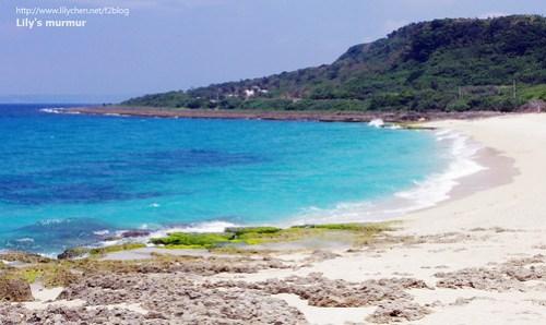 陳列館旁被柵欄圍住保護起來的沙灘,漂亮又乾淨,那海水的顏色美到無法形容了。