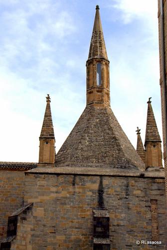 Vista de la cubierta y chimeneas de la Cocina de la Catedral, del siglo XIV, vista desde la calle Dormitalería.