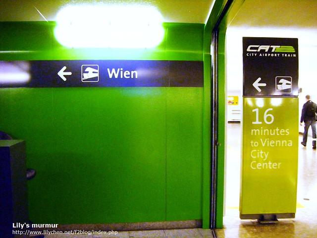 維也納的機場快捷(CAT)入口指標, 單趟每人要10歐。