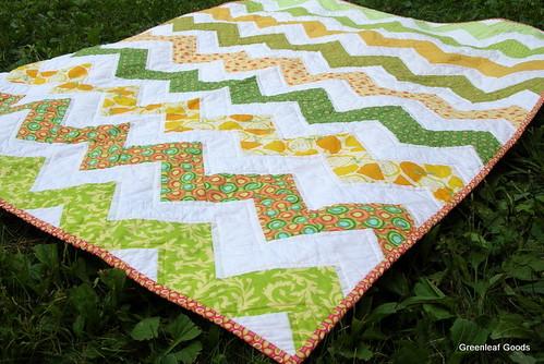 zigzag picnic quilt