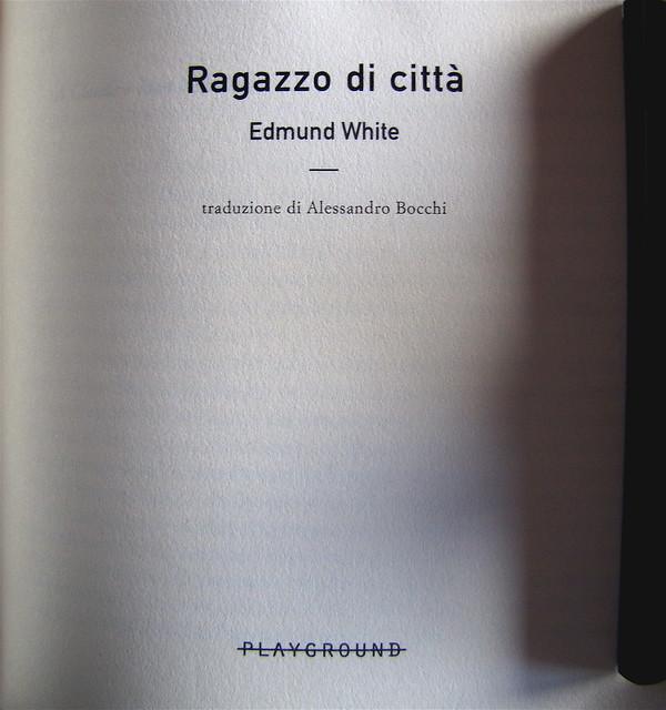 Edmund White, Ragazzo di città, Playground 2010, Graphic Designer: Federico Borghi , alla cop.: [ritr. fotog. b/n di E. W., © e anno non indicati] frontespizio (part.), 1