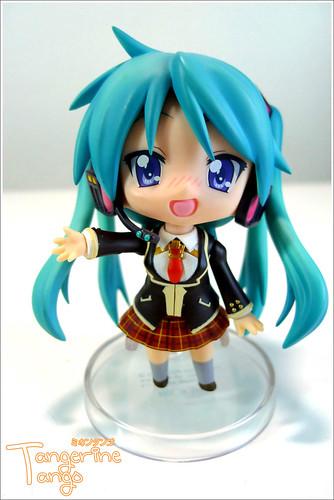 Kagamiku looks adorable as a student
