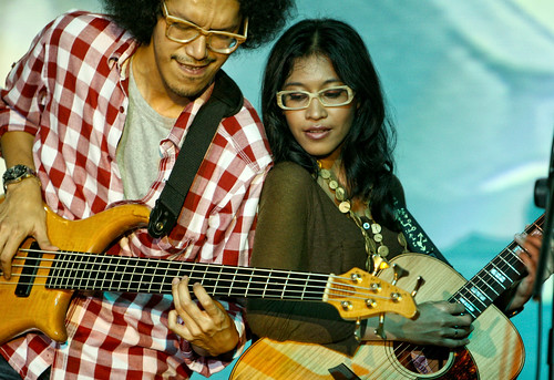bassist love guitaris