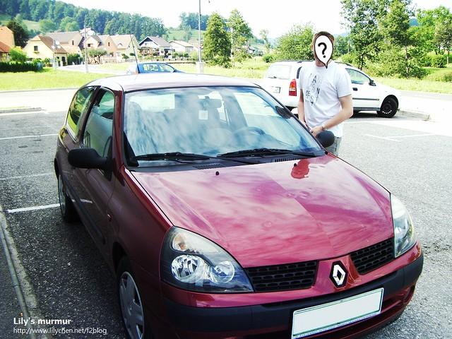 尼的可愛雷諾小紅車!