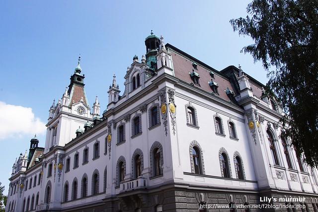 從另外一個角度看Ljubljana主要行政大樓。