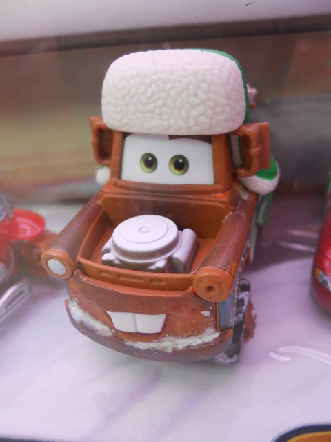 DISNEY CARS TOYS R US MATERS SAVES CHRISTMASD SANTA CAR, WOOHEE MATER HOT SHOT LIGHTNING MCQUEEN (3)