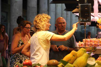 10h21 Barcelona065 Vendedora Boquería