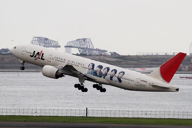 JAL B777-200(JA8982)