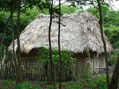 Einfache Haeuser eines Mayadorfes, Guatemala