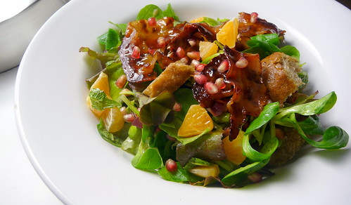 Mixed salad leaves with candied bacon, crouton...