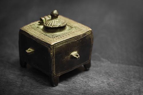{184/365} Indian snuff box
