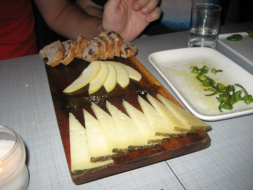 Manchego cheese and apples