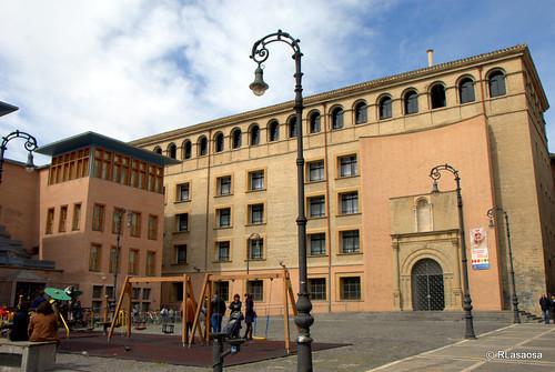 Fachada de la Escuela de Idiomas a la Plaza Compañía.