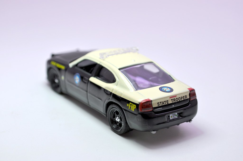 greenlight hot pursuit florida state trooper 2008 dodge charger (4)