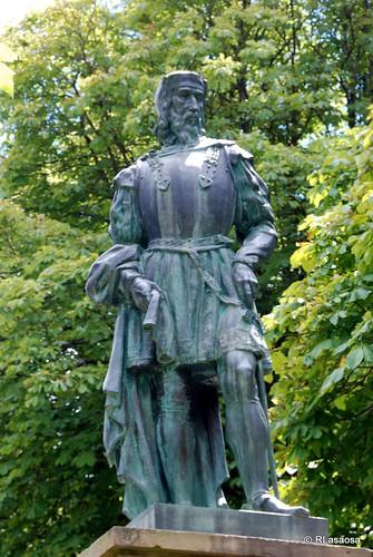Monumento homenaje a Pedro Navarro, Conde de Oliveto, en Garde