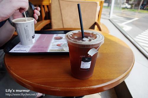 他的拿鐵,我的冰東方美人茶。