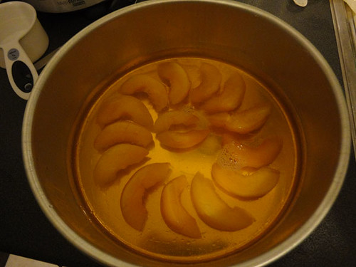 Sliced peaches and jelly