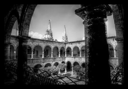 Segundo Piso, Patio Principal y al fondo torres catedral