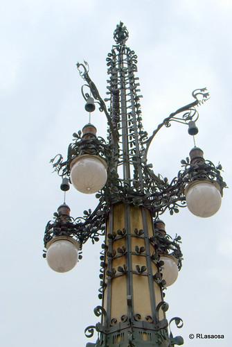 Farola de los Braseros, en la plaza del Vínculo.