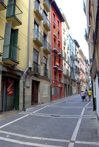 Edificios de viviendas al comienzo de la calle Navarrería