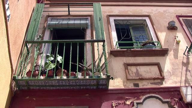 Fachada del edificio del número 3 de la calle Macasta, en San Luis.