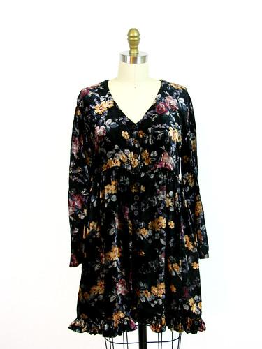 VINTAGE 1990's CARPET FLORAL DRESS