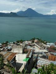 Blick auf San Antonio am Atitlan-See