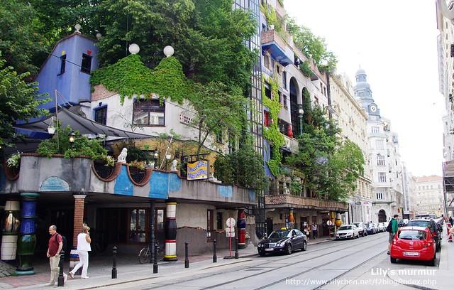 與其他建築完全不同,獨樹一格的百水公寓。