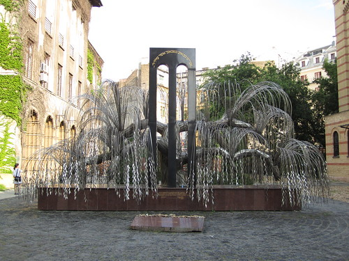 Synagogue monument 2