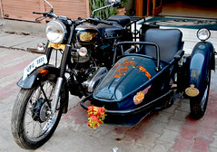 Moto india Royal Enfield.