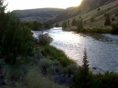 image: sunset over Deschutes River, Central Oregon, USA