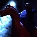 Röd häst. Blått sken.
