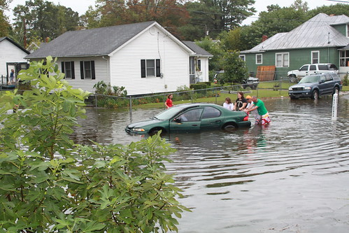 Elizabeth City - Flood - Family Pushes Car