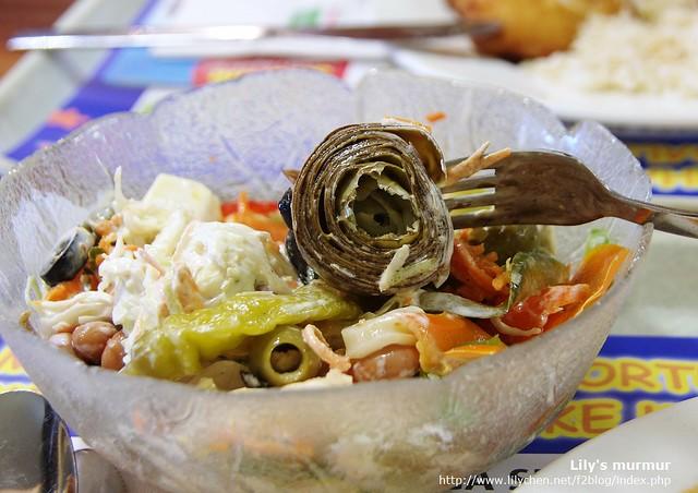 特別拿的一種沙拉,不知道那是什麼,吃起來有高麗菜心的口感...