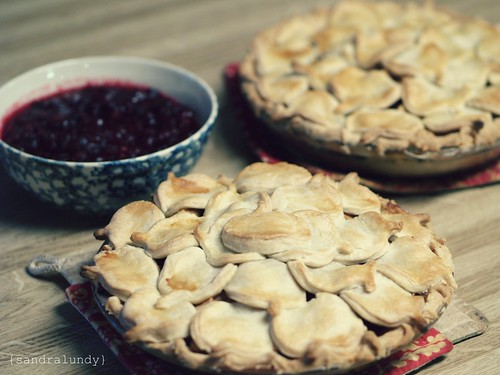 apple pies and cranberry sauce