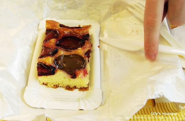 我點的李子蛋糕,這時候李子盛產,超甜超好吃!作成蛋糕也很美味!
