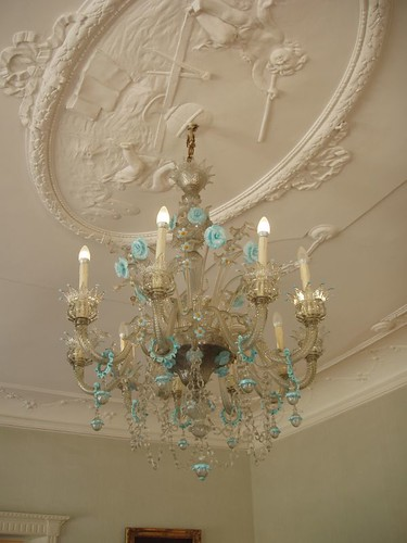 201009190073_glass-chandelier